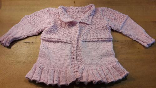 Een prachtig vestje gemaakt op bestelling. Het patroon is Lea van garnstudio.com. Het is in heerlijk zacht garen gemaakt, dus heel comfortabel voor kindjes om te dragen